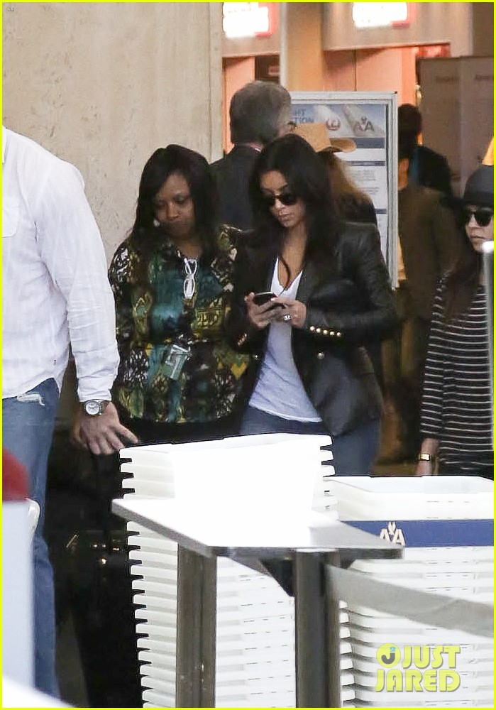 kim kourtney khloe kardashian back in los angeles after miami trip 18