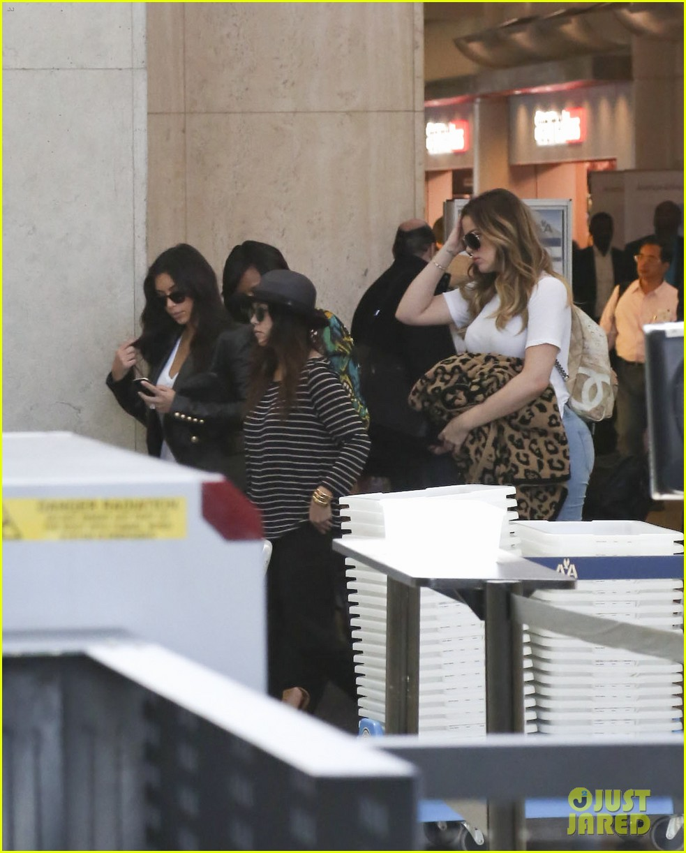 kim kourtney khloe kardashian back in los angeles after miami trip 20