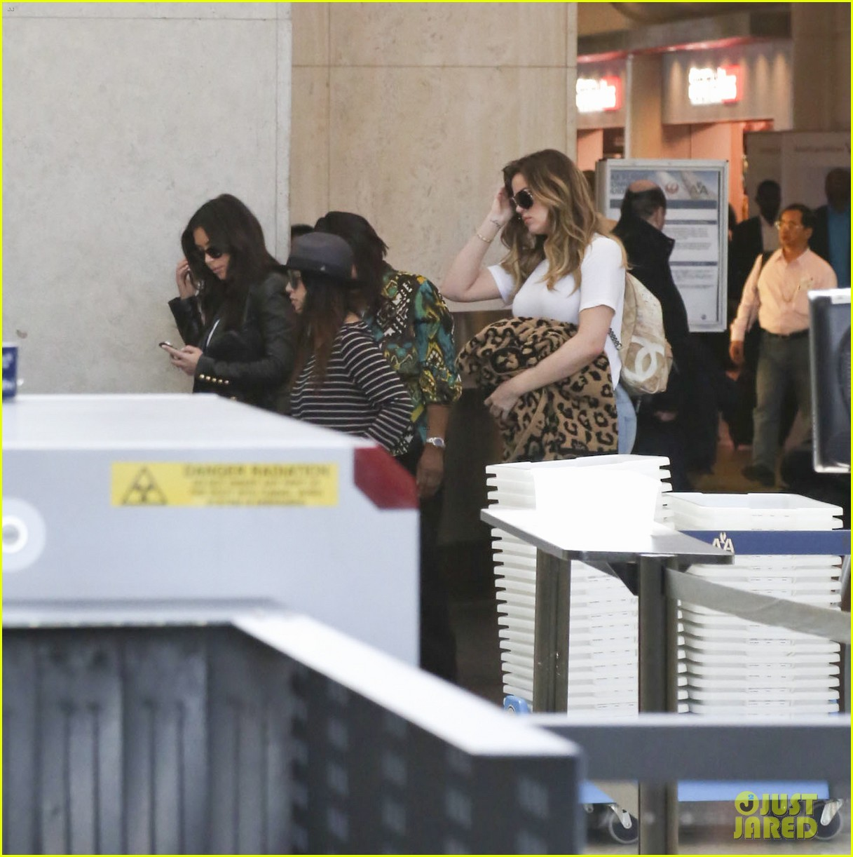 kim kourtney khloe kardashian back in los angeles after miami trip 21
