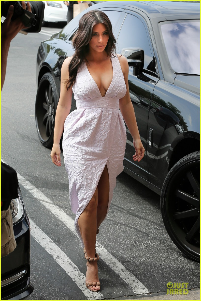 kim kardashian cameras flashing with legs 10