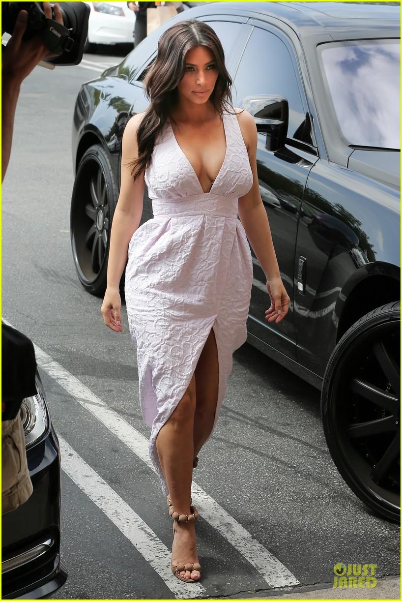 kim kardashian cameras flashing with legs 103076205