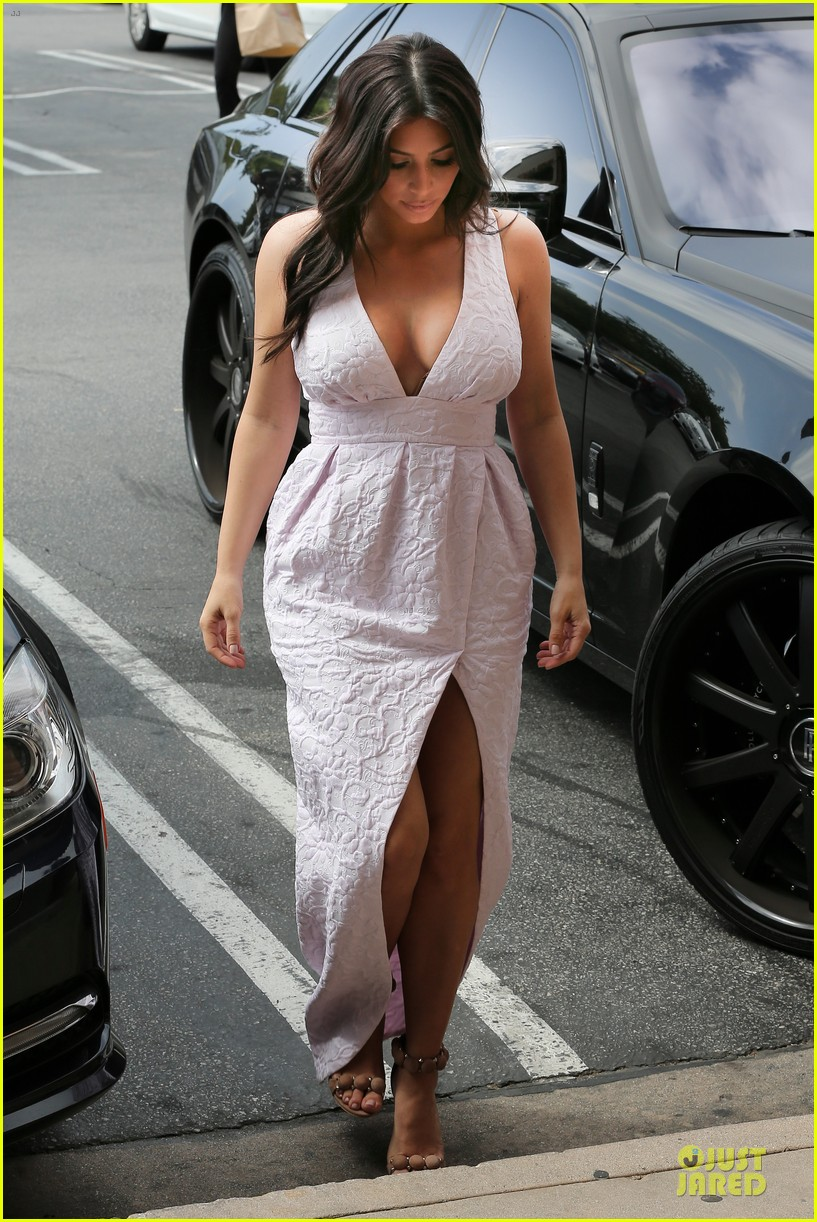 kim kardashian cameras flashing with legs 253076220