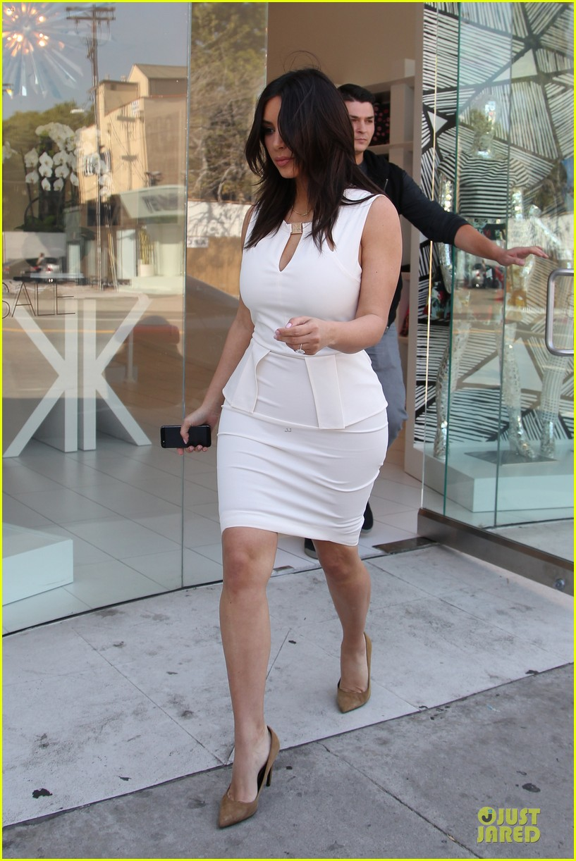 kim kardashian checks on dash store 113073482