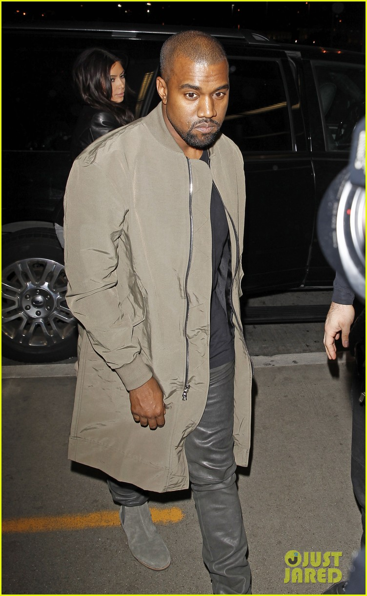 kim kardashian kanye west are a stylish duo jetting off to new york 06