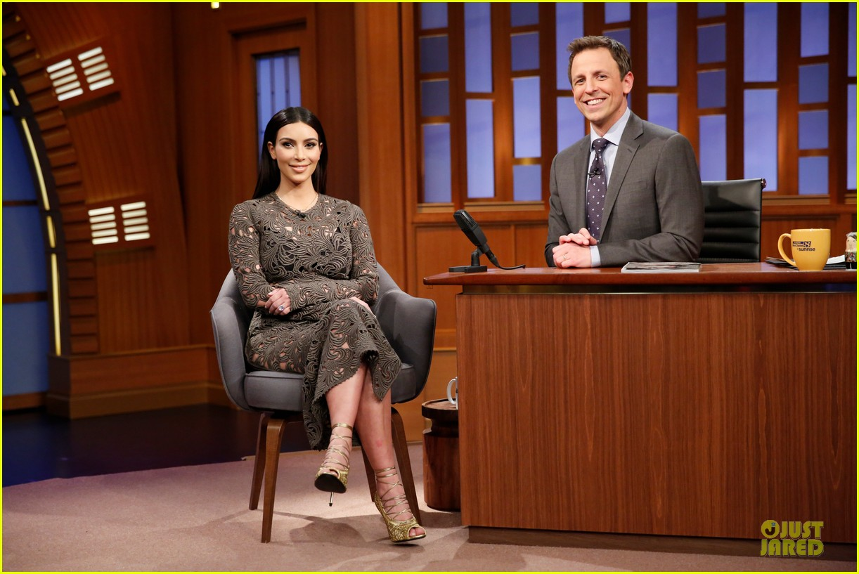 kim kardashian late night with seth meyers 03