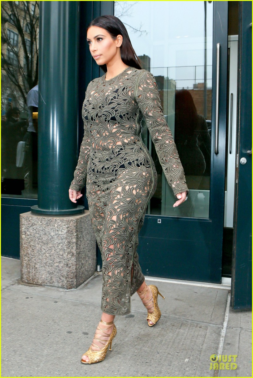 kim kardashian late night with seth meyers 07
