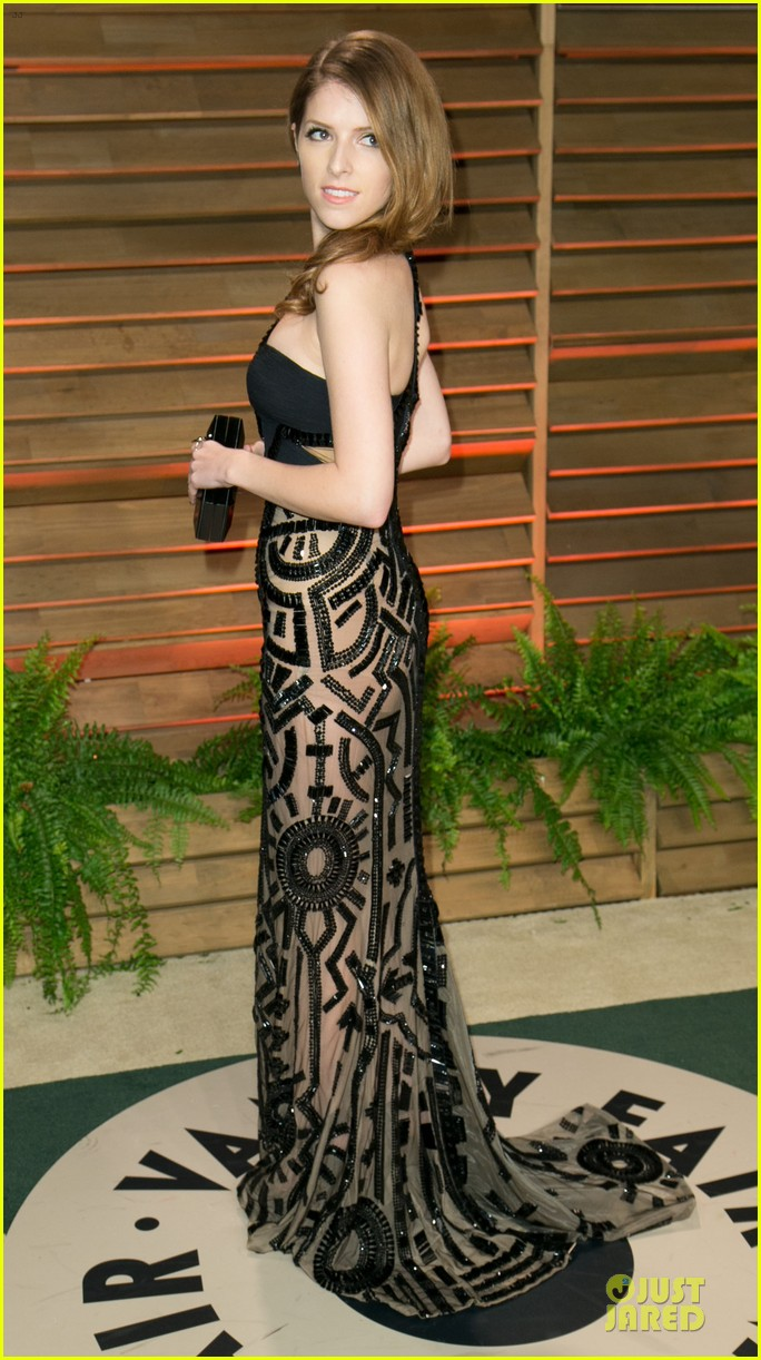anna kendrick transforms into sexy intricate babe at vanity fair oscar party 2014 05