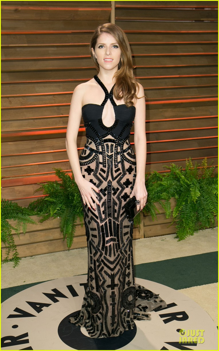 anna kendrick transforms into sexy intricate babe at vanity fair oscar party 2014 09