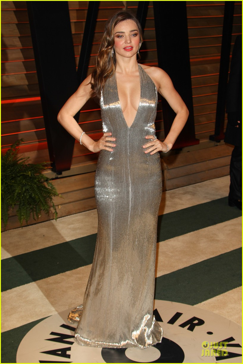 miranda kerr makes sexy entrance with plunging neckline at vanity fair oscars party 2014 08