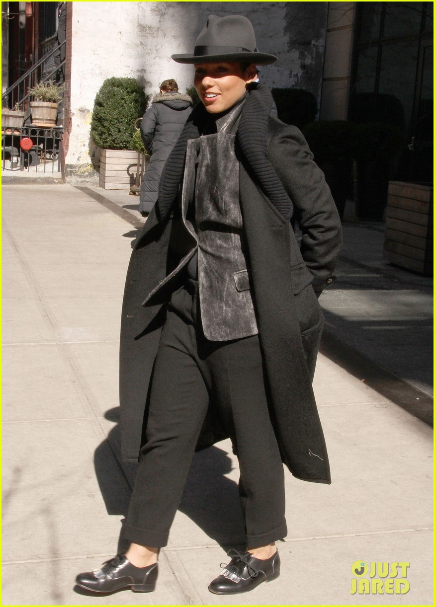 alicia keys recording song its on again for spider man 2 soundtrack 013071896