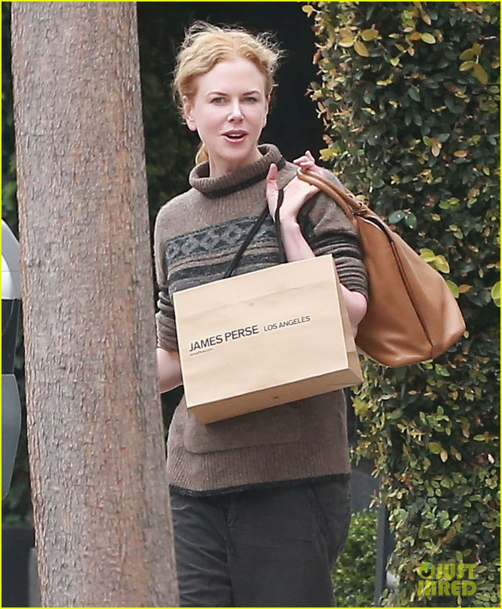 nicole kidman runs errands town before the oscars 023063194