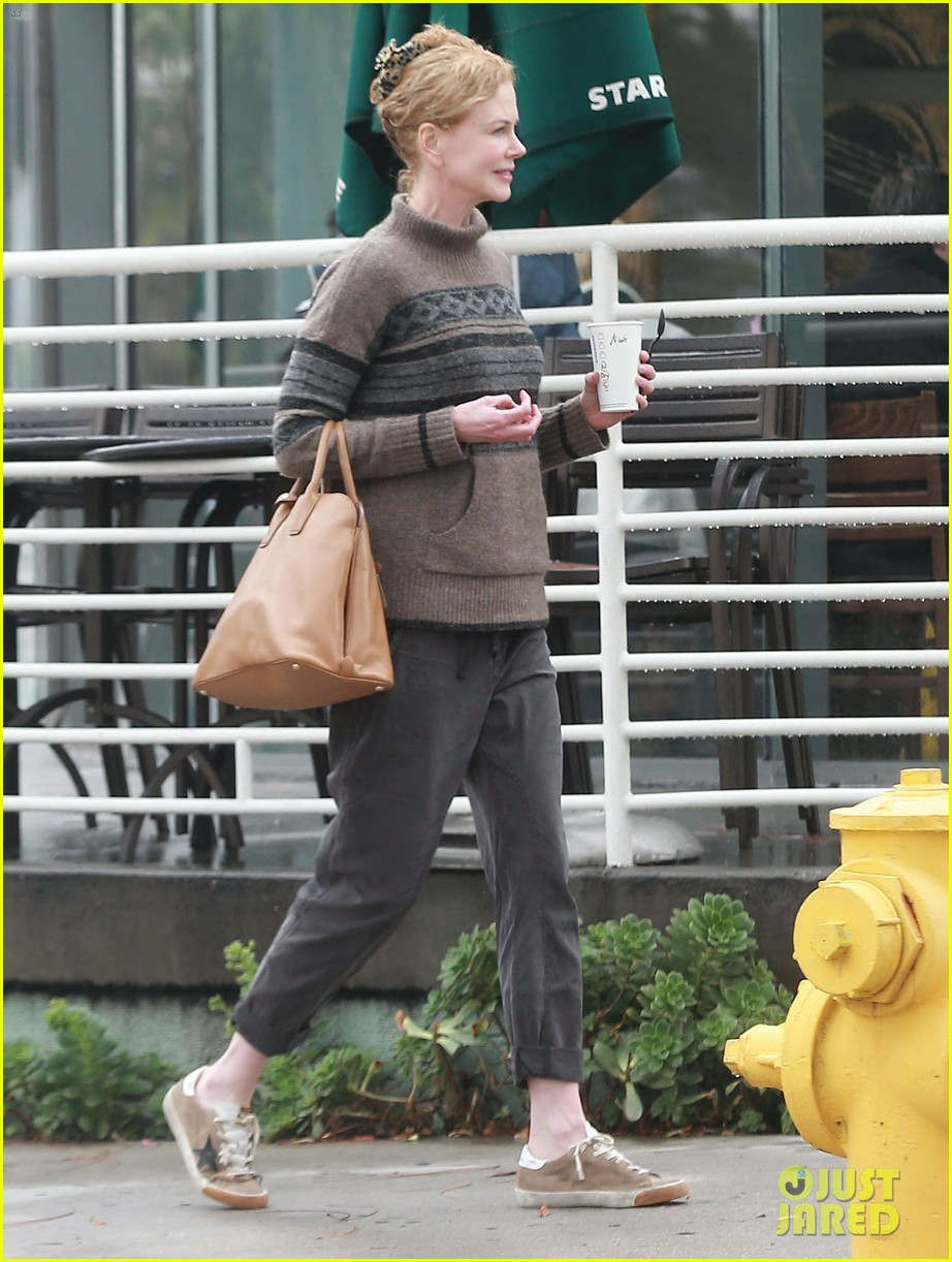 nicole kidman runs errands town before the oscars 073063199