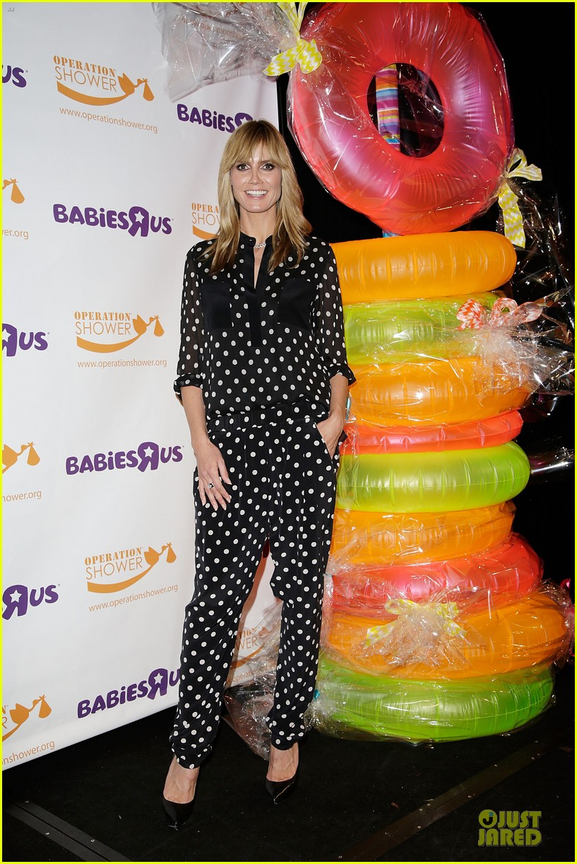 heidi klum is a polkadot sheer host at babies event 15