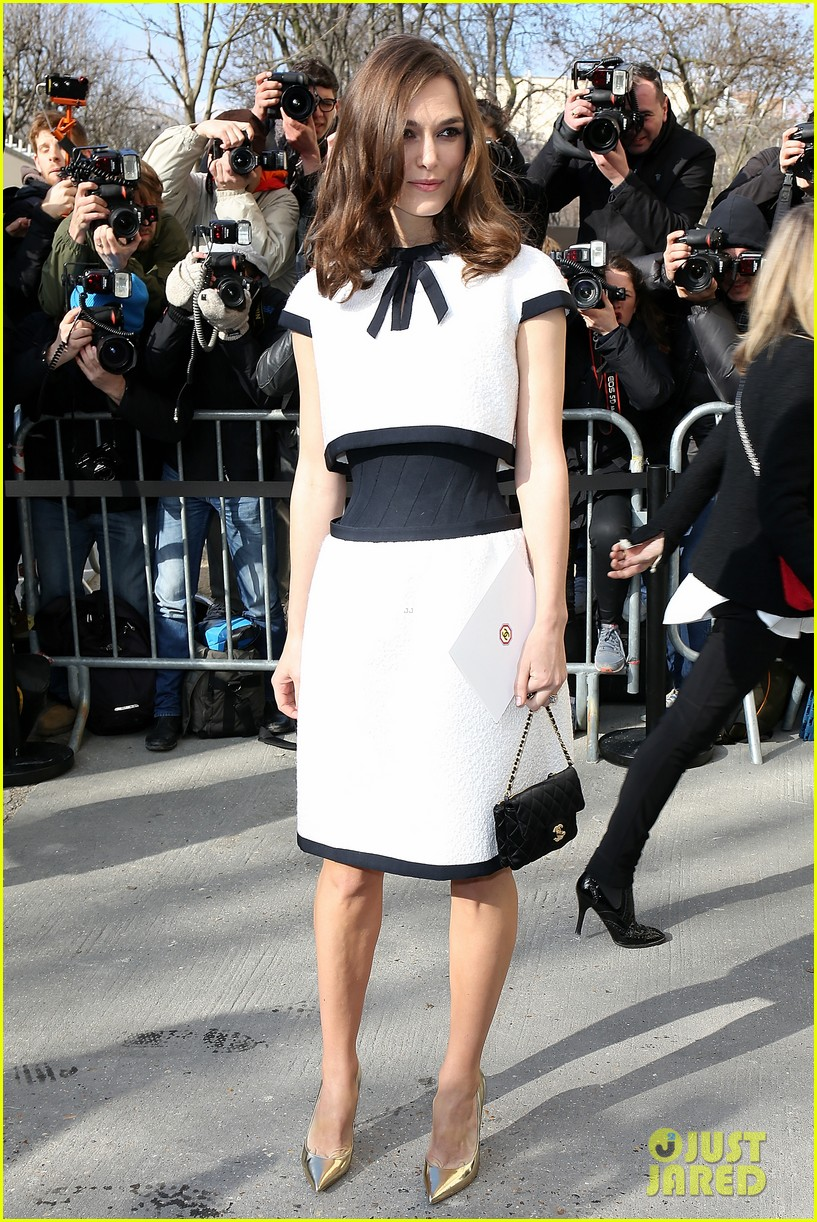 keira knightley reveals her tiny waist at chanel fashion show 06