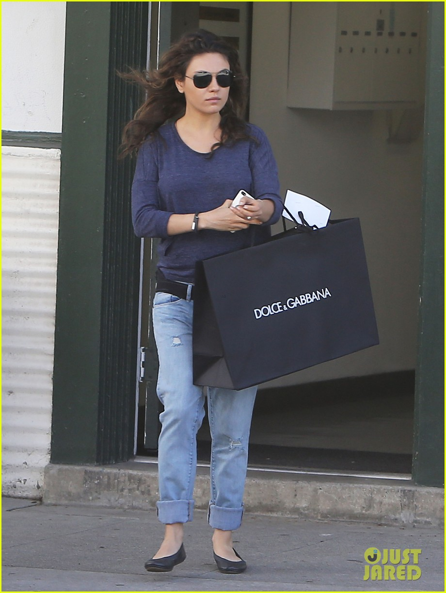 mila kunis steps out after pregnancy news 01