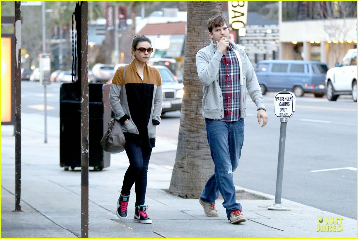 ashton kutcher mila kunis grab dinner as newly engaged couple 10