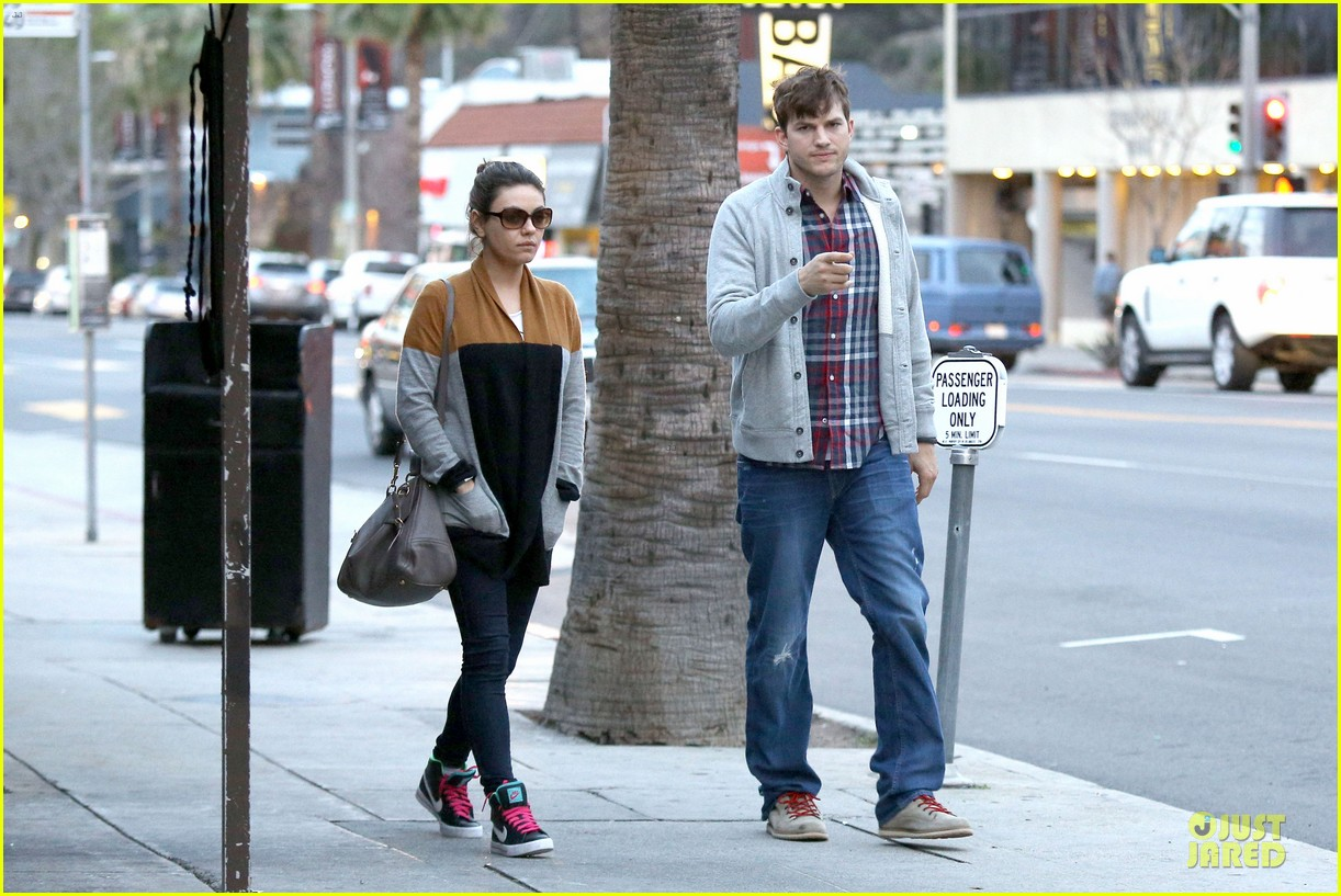 ashton kutcher mila kunis grab dinner as newly engaged couple 15