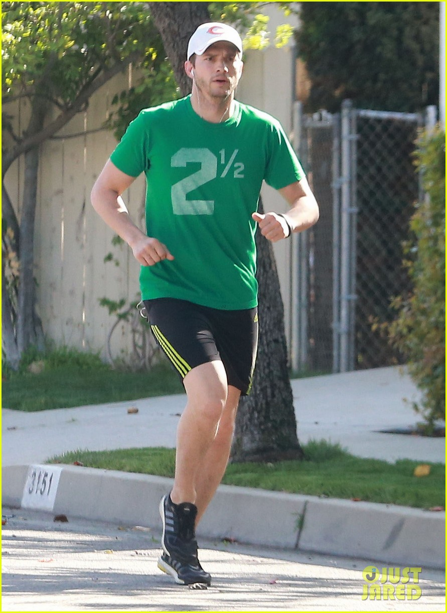 ashton kutcher st patricks day stroll 073073771
