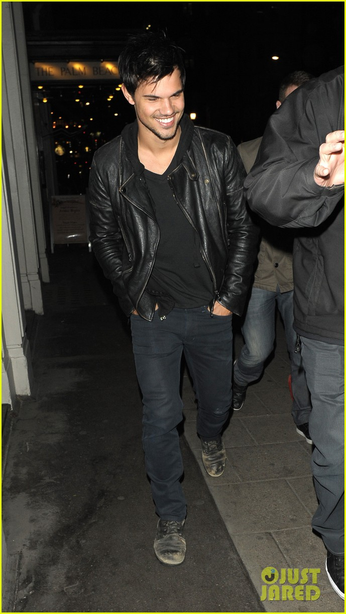 taylor lautner laughs buddies london 043075067