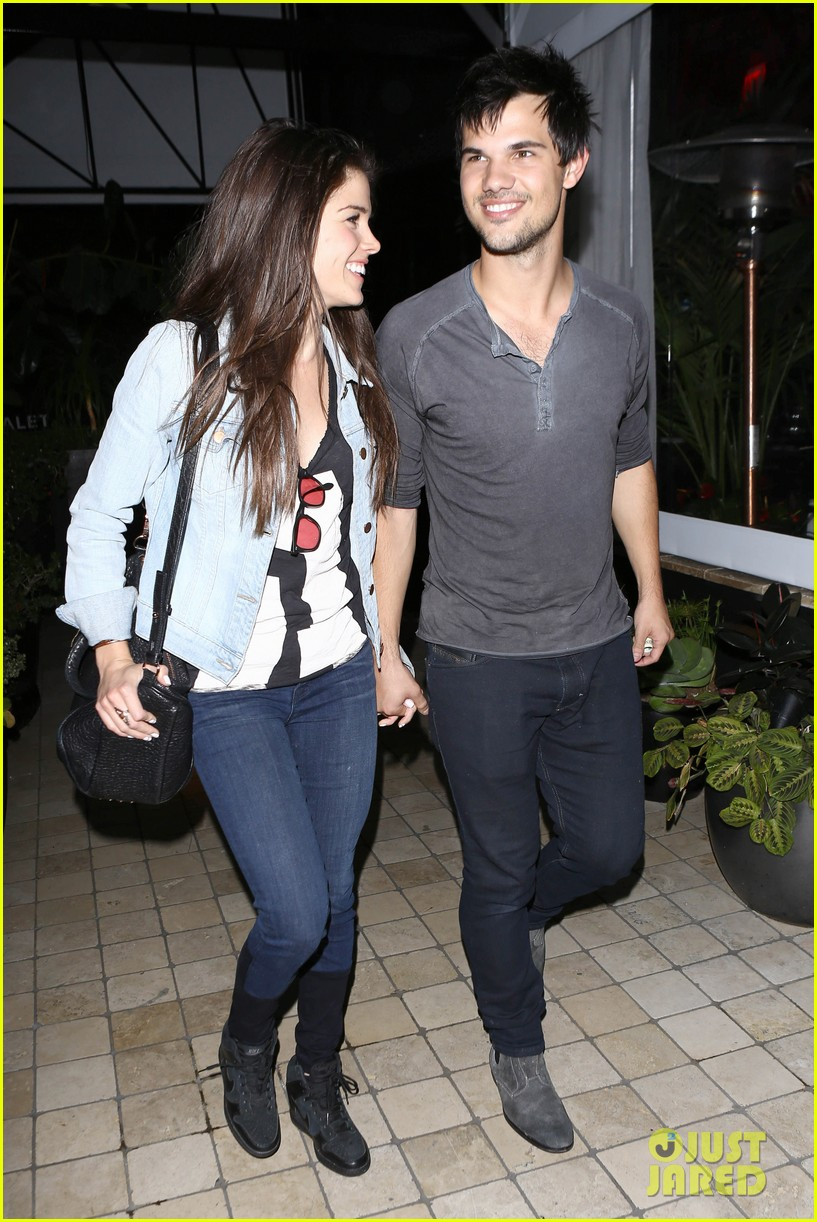 taylor lautner marie avgeropolous look so in love on dinner date 07