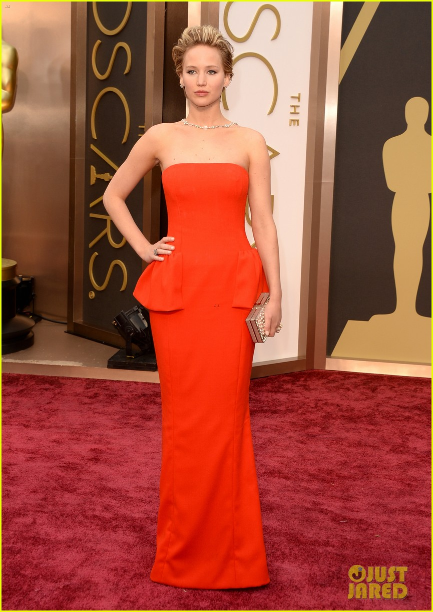jennifer lawrence oscars 2014 red carpet 013063855