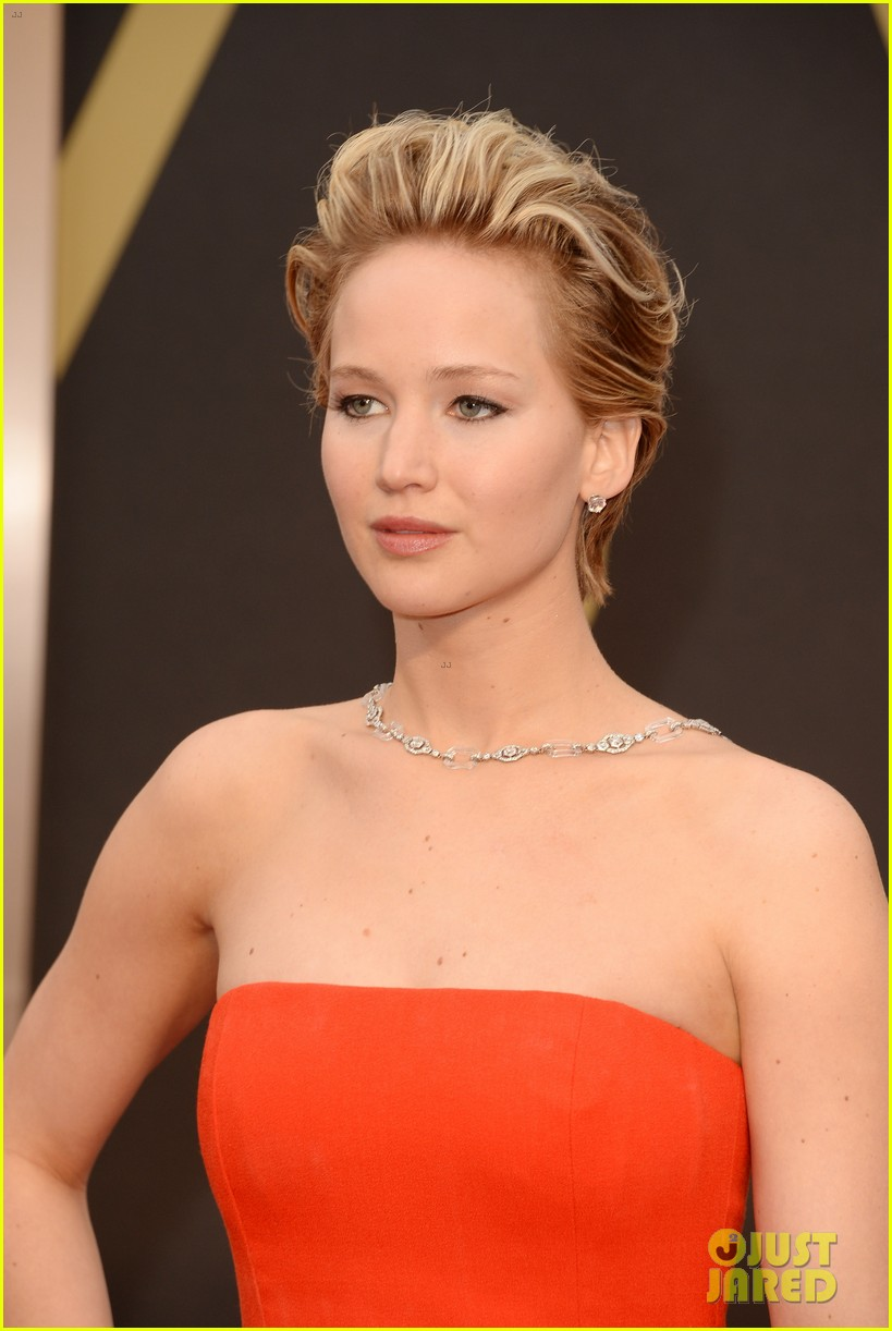 jennifer lawrence oscars 2014 red carpet 02
