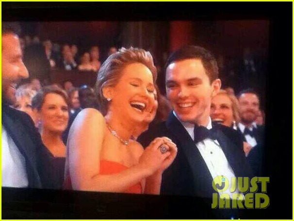 jennifer lawrence oscars 2014 with boyfriend nicholas hoult 02