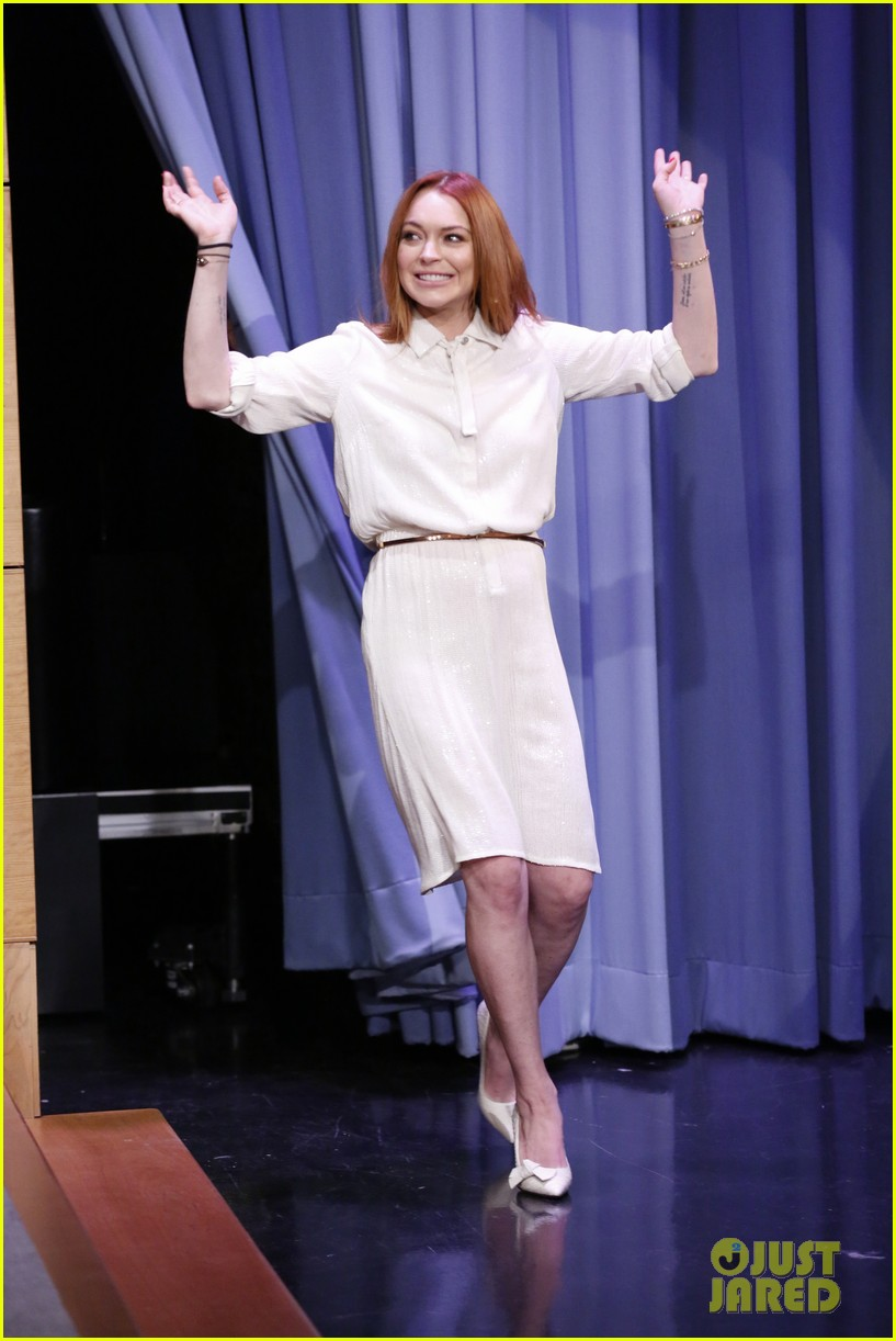 lindsay lohan gets water thrown in her face by jimmy fallon 043067429