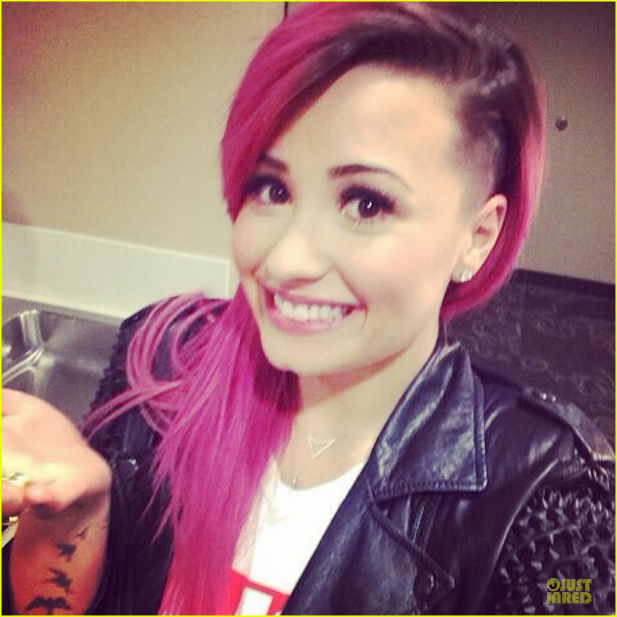 demi lovato smiles wide after shaving some hair off 013066109