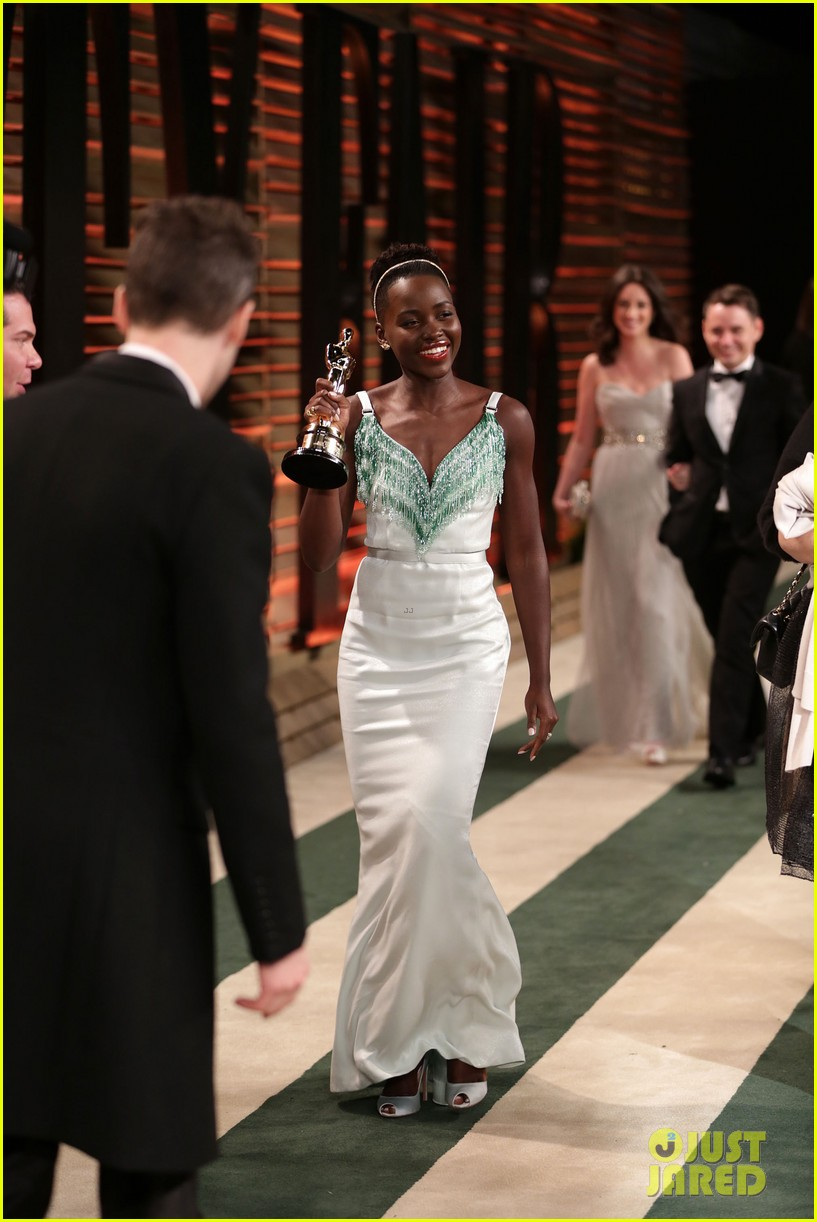 lupita nyongo vanity fair oscars party 2014 023064590
