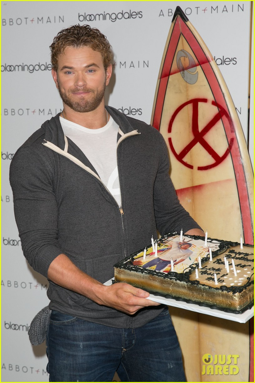 kellan lutz continues birthday celebrations abbot main 16