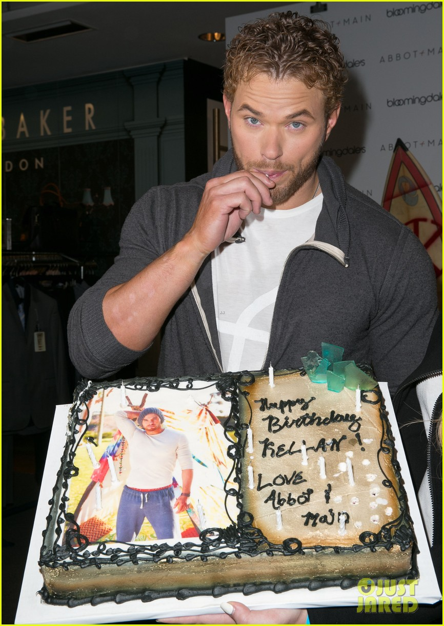 kellan lutz continues birthday celebrations abbot main 243077394
