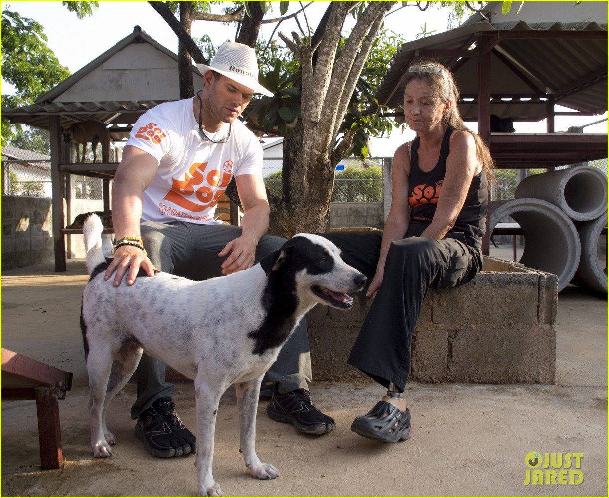 kellan lutz goes shirtless feeds monkey thailand 07