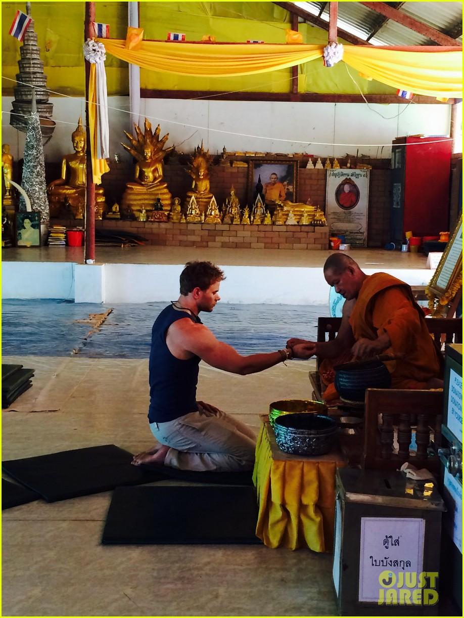 kellan lutz goes shirtless feeds monkey thailand 18