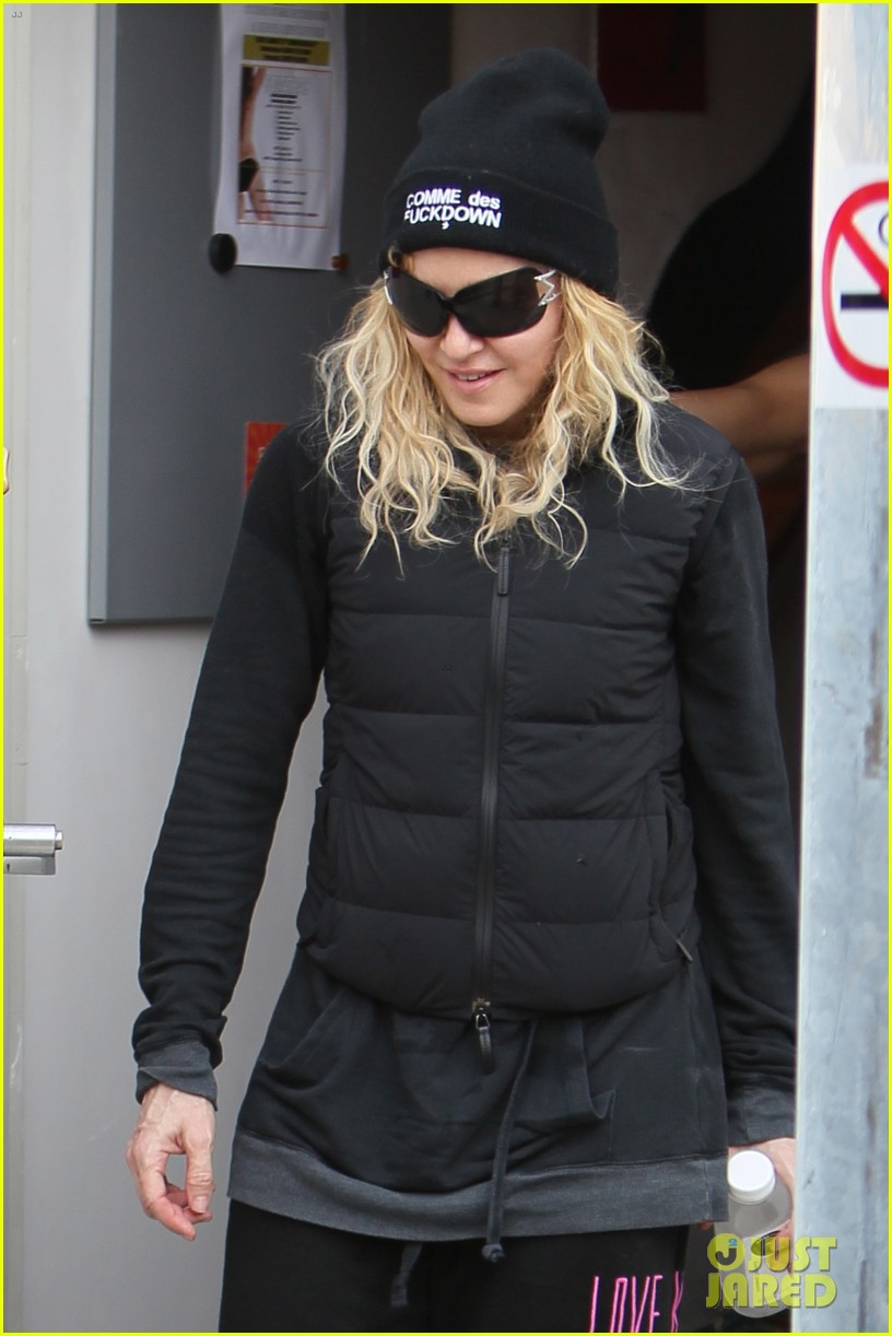 madonna dresses up to clean her house 023070857