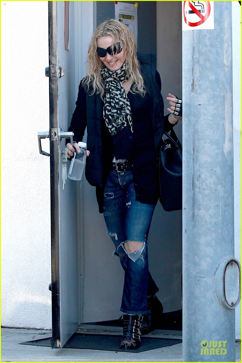 madonna wears metal fingerless gloves 013069505