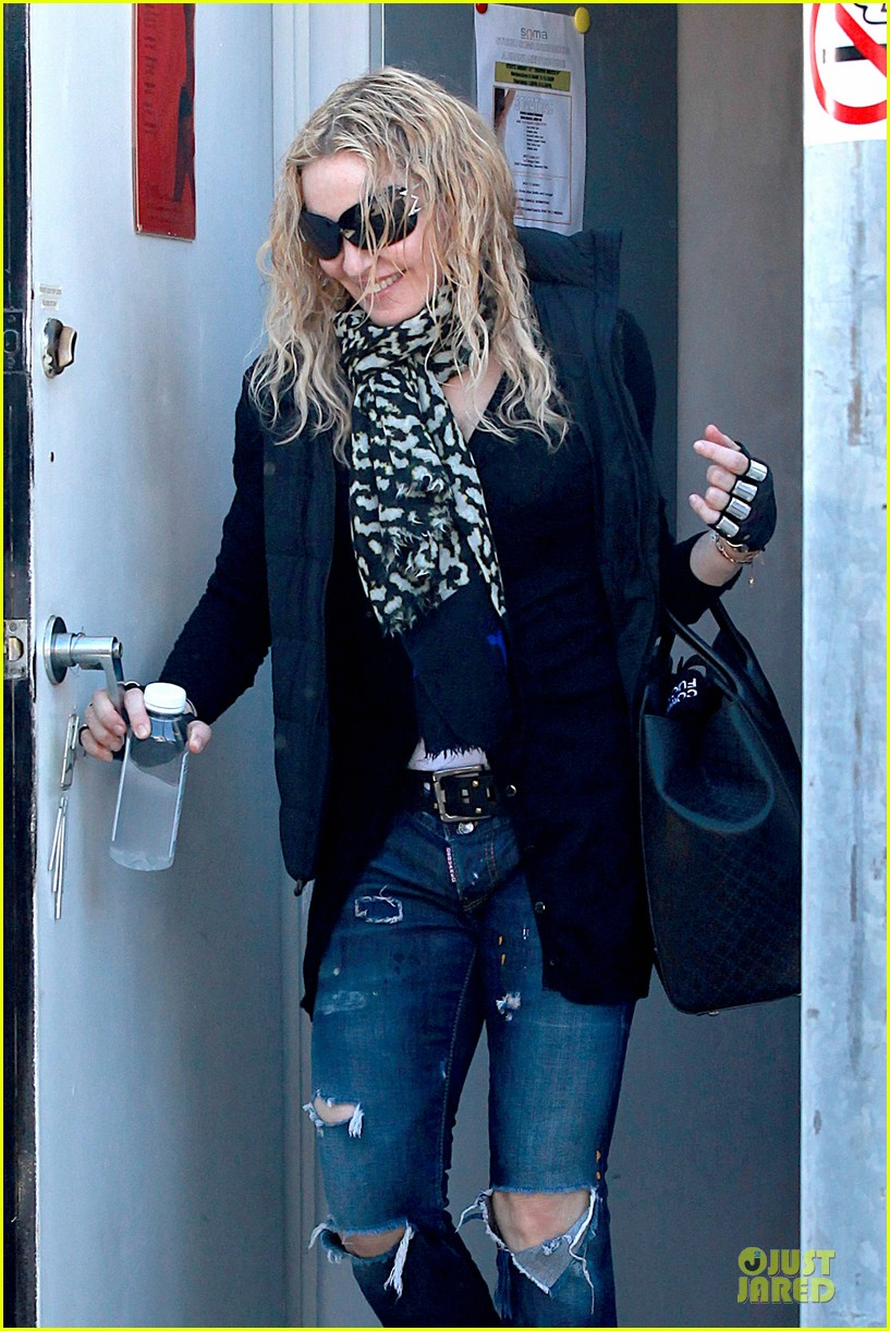 madonna wears metal fingerless gloves 02