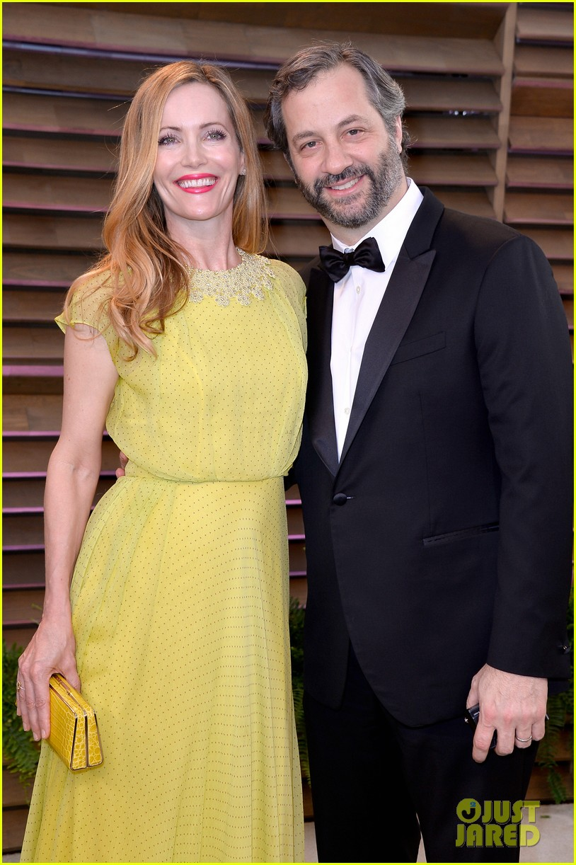 leslie mann judd apatow look so happy at vanity fair oscars party 2014 02