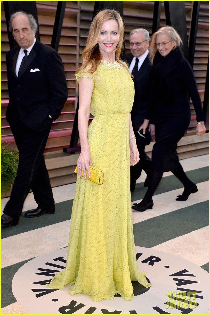leslie mann judd apatow look so happy at vanity fair oscars party 2014 033064255