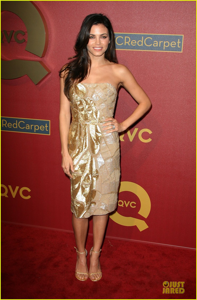 kate mara kat dennings qvc red carpet style event 13