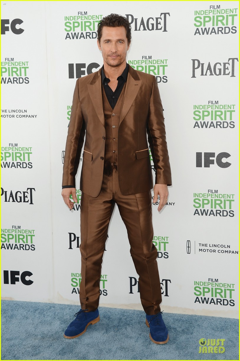 matthew mcconaughey sports flashy brown suit at independent spirit awards with camila alves 03