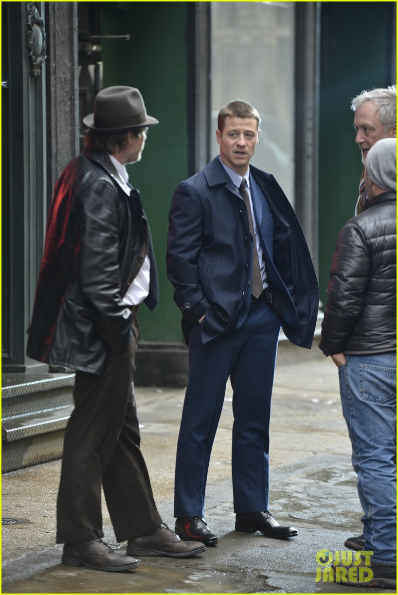 ben mckenzie donal logue gotham fight scene 093075865