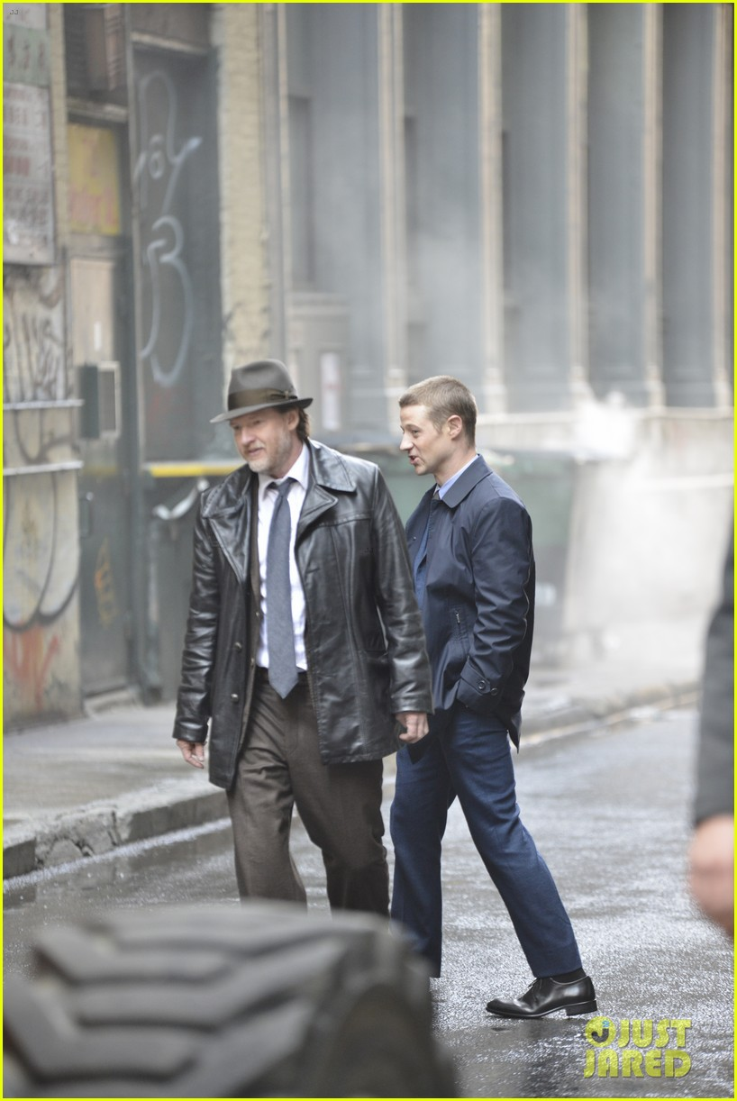 ben mckenzie donal logue gotham fight scene 13