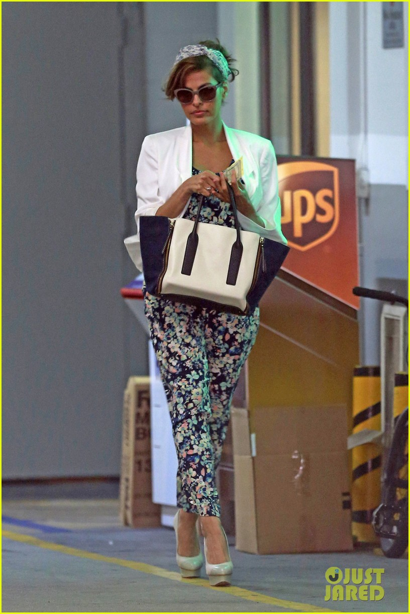 eva mendes is ready for spring in cute floral jumpsuit 013071830