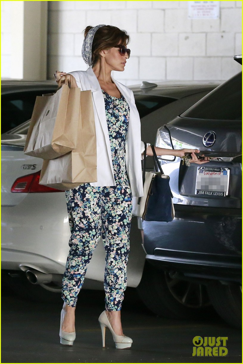 eva mendes is ready for spring in cute floral jumpsuit 03