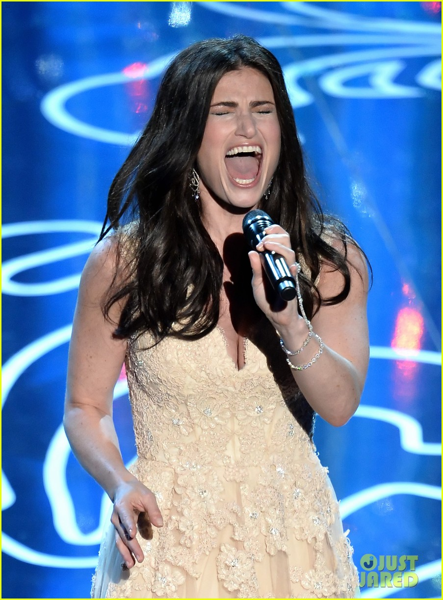 frozens idina menzel performs let it go at oscars 2014 video 043064171