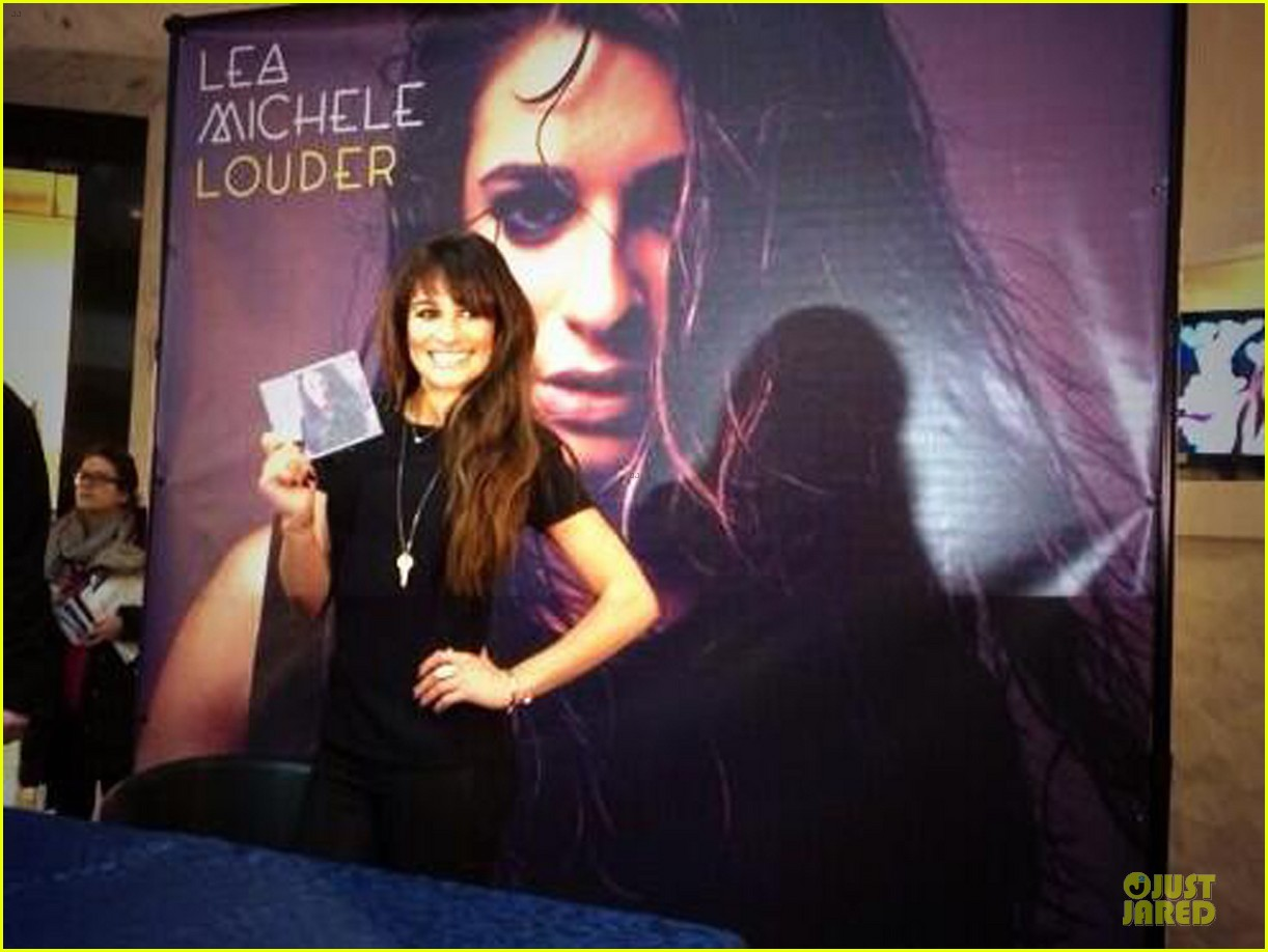 lea michele wears key around her neck at louder album signing 05