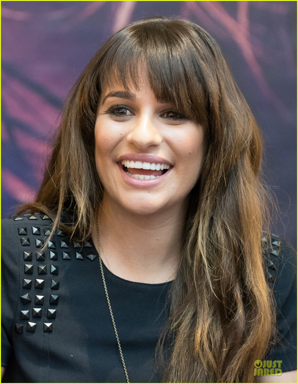 lea michele wears key around her neck at louder album signing 09