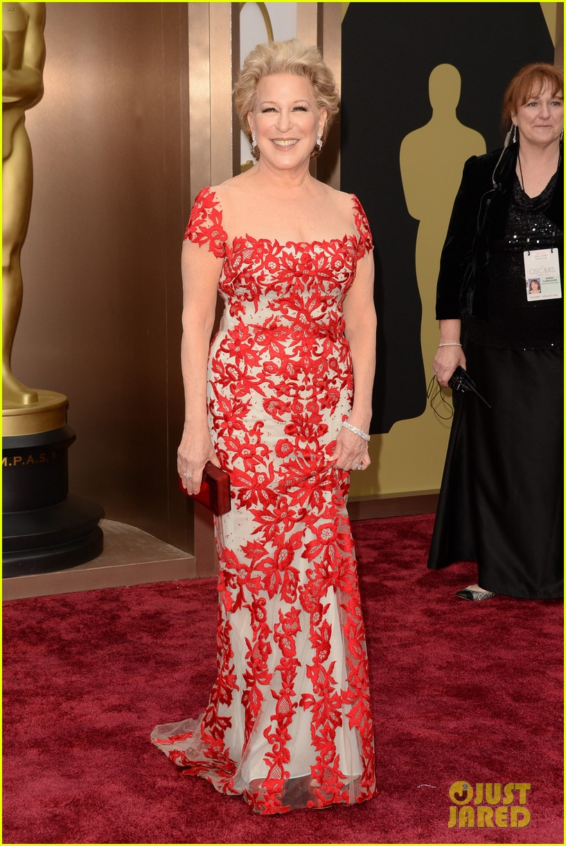 bette midler walks carpet before first oscars performance ever 05