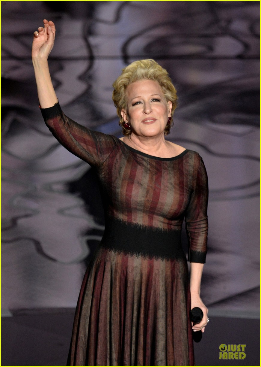 bette midler performs wind beneath my wings at oscars 2014 video 03